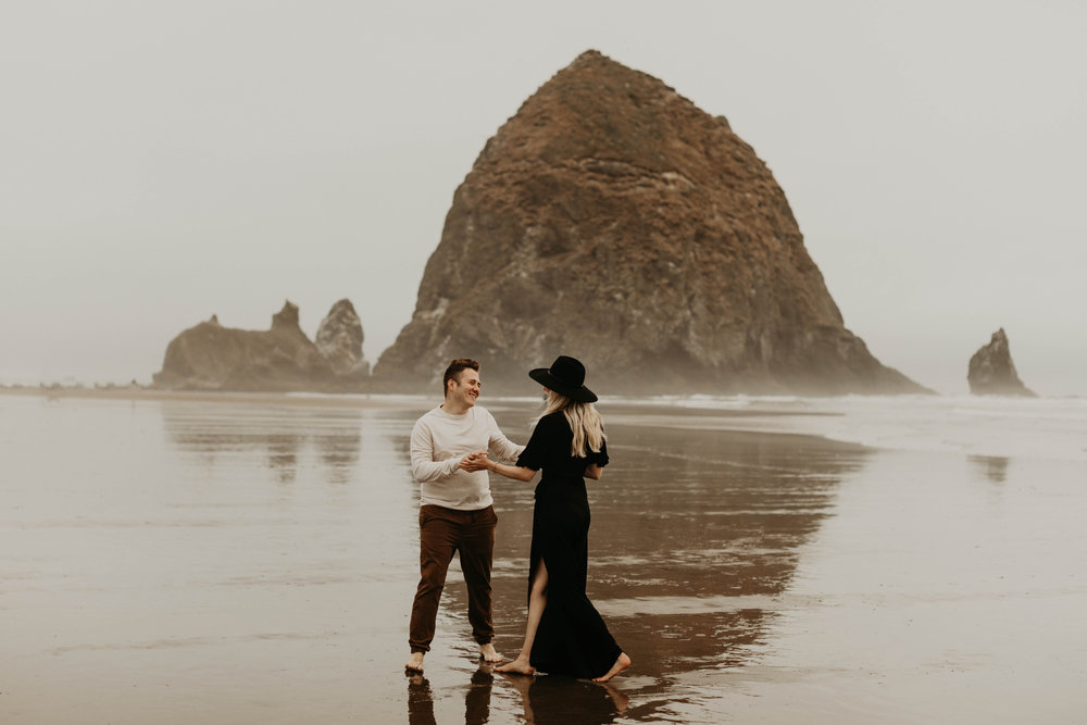cannonbeachoregoncouplessession26.jpg