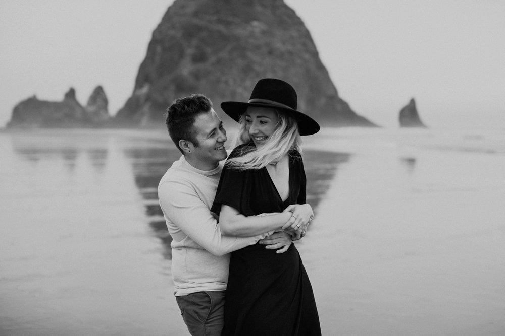 cannonbeachoregoncouplessession35.jpg