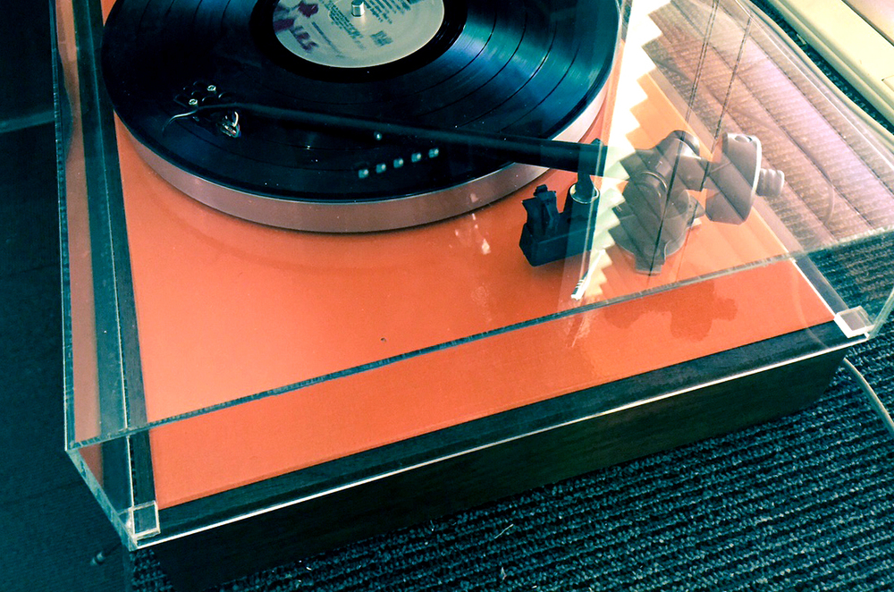 Hi-Fi Heaven Orange   Gloss Orange AR-XA with fixed Rega RB-202 tone-arm, Ortofon MC-1 Turbo HOMC cartridge, Original AR walnut base, original AR motor, modified T-bar, original power cable and RCA cables. Custom GHA dustcover. Sold.