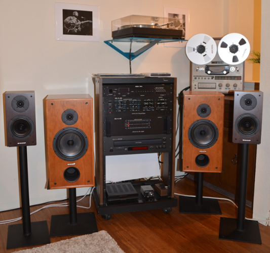 Hinton T System:  ADCOM GFT-1A AM-FM Tuner, SAE 2900 Parametric EQ/Preamp, SAE 2200 Power Amplifier, PARA SOUND ZAMP V3 Amplifier, TASCAM CD-355 CD player, THORENS TD 160 MKII turntable, SHURE V15 cartridge, TEAC X-10R Reel to reel, SPENDOR 2P2/3R2 Front Speakers, SPENDOR S3/5R2 Rear Speakers, FUBAR III MKII DAC/Headphone AMP.