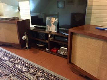 Jonathan J System : JBL Harkness C40 speakers, ProJect RPM 5.1 w/speedbox, Belarri VP129 phono stage, Onix SP3, NAD C542 CD, Denon AVR X4200W, Onix SP3s.