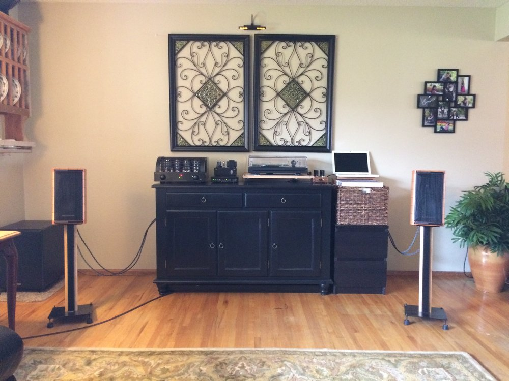 Ted System:  PrimaLuna Dialogue, Sonos Faber speakers!
