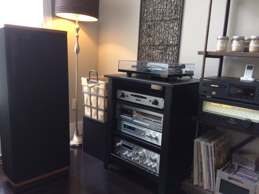 Joel T System: Rega P3/Denon DL103R, Lehman Black Cube phono stage, Roksan Caspian, Nakamichi 480, Pioneer SA 8800, Pioneer RG2, Marantz SA8260, Sansui TU717, Vandersteen 2ce. Sweet!