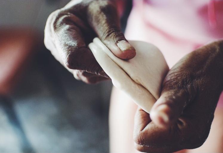 roti hands.jpg