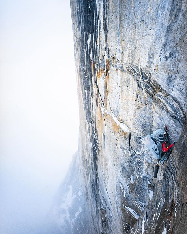I'm really excited to start sharing my favorite moments from my expedition to Baffin Island with @daveallfrey. Link in my profile to the check out the whole story! 📷Dave makes it back down to our hanging portaledge camp 1900 feet up the wall. Our temporary home is nestled amongst some of the strangest exfoliating granite you could imagine, but is completely sheltered from any accidental or natural dislodging of loose rocks @mountainhardwear
