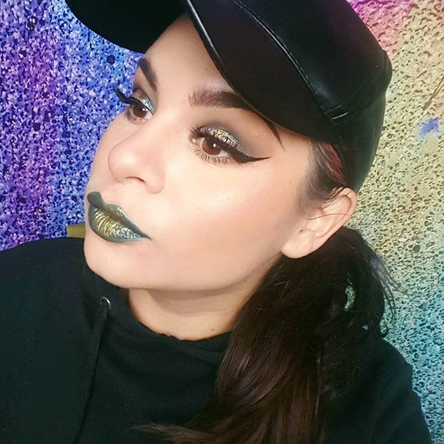 🐍🐍🐍🐍 . . . #greeneyes #snakeprint #snakebites #greenglam #fiercesociety #wakeupandmakeup #glittermakeup #prismpalette #nayeon #cardib #cardibvideos #glitterglam #kvdlook #anastasiabeverlyhills #norvina