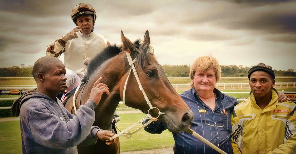 Trainer Duncan McKenzie, Jockey Muzi Yeni and training team with Spectacularis / Coastal Photo EC (p)