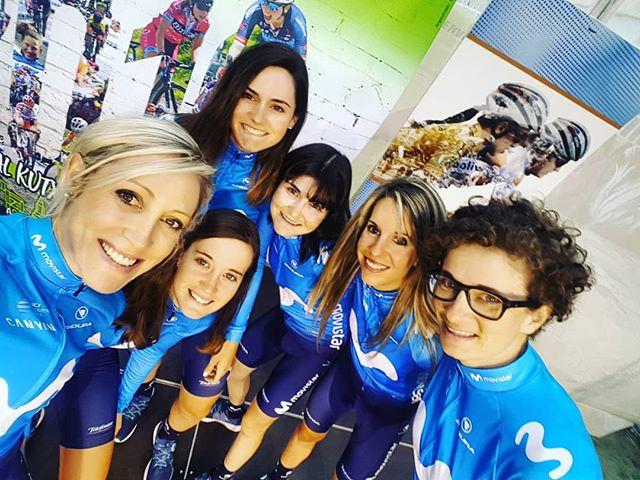 E Q U I P O on home turf AND the sun is out! All set for @emakumeen_bira 💙 ☀ 🇪🇸 . . . . . . . . #selfie #equipo #team #squad #ciclismo #cycling #uciwwt #españa🇪🇸 @movistar_team @telefonica @canyon @enduraofficial