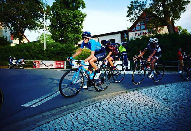 A short hot twilight stage one @lottoladiestour yesterday... off to a great start @movistar_team 🏁💙👌🏼 . . . . @jasinska_gosia scored some valuable bonus seconds in the intermediate sprints, @aliciaglez3 6th in the stage @alba_teruel top ten to take the young rider jersey! . . . . . #RodamosJuntos #race #ride #bicyclelove #bikeride #cycle #bicycle #speed #ridebikes #bike #bici #wheels #bikelife #wheel #bicycles #pedal #bicycles #bikes #cycling