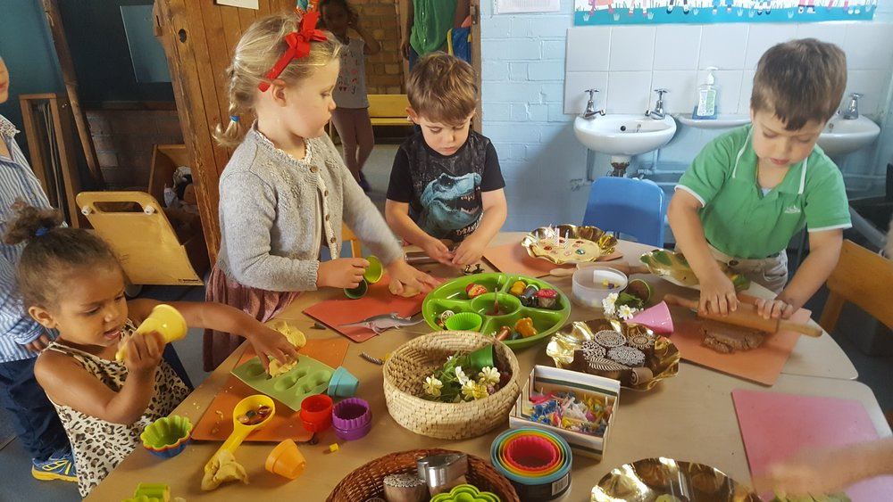 Extraordinary creative playdough session with many opportunities to explore