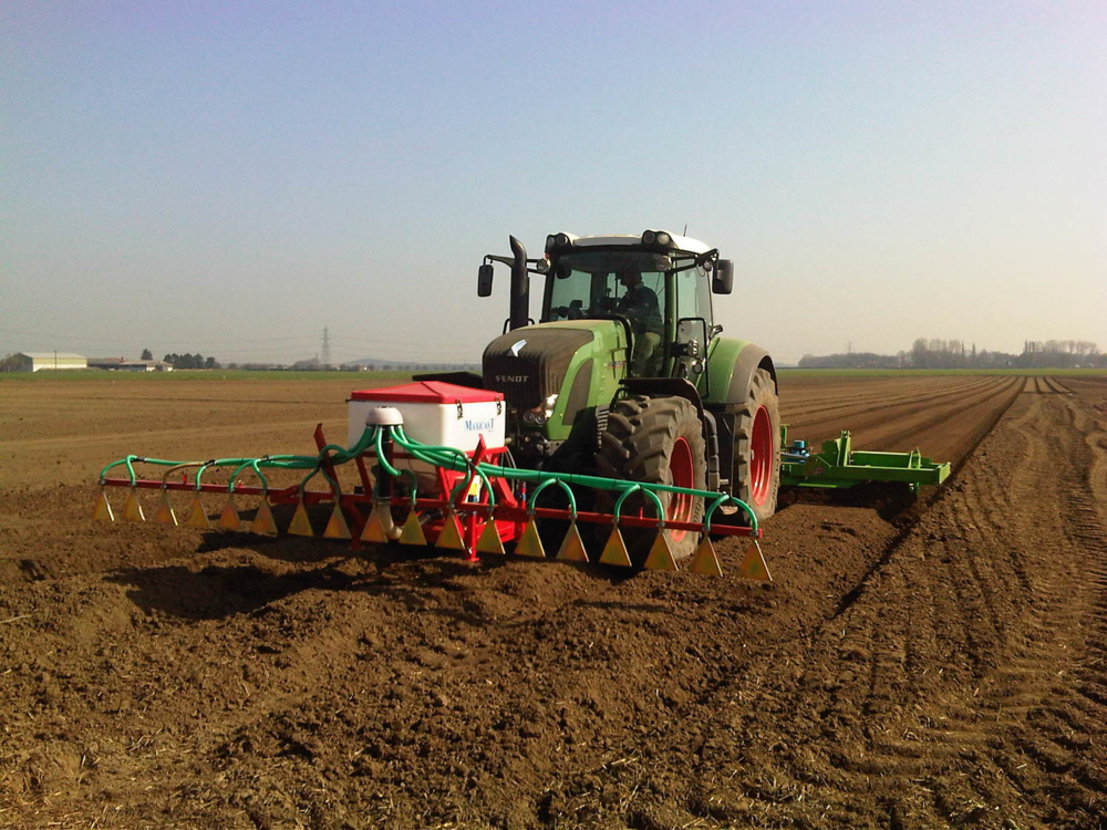 The Maxicast unit using a boom is an easy solution to apply all granular nematicides to a triple bed former