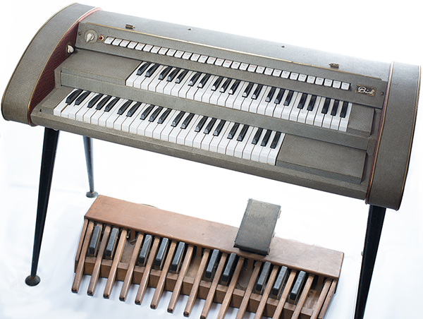 Instruments vintage keys studio for Classic house organ bass