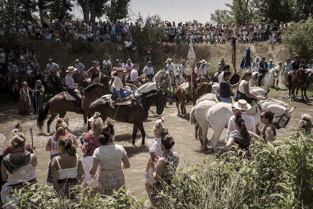 The Quema river is a well know spot of the north route to El Rocío town. Here horses and people rest during the warm hours. Aznalcázar, Spain, May 2015.