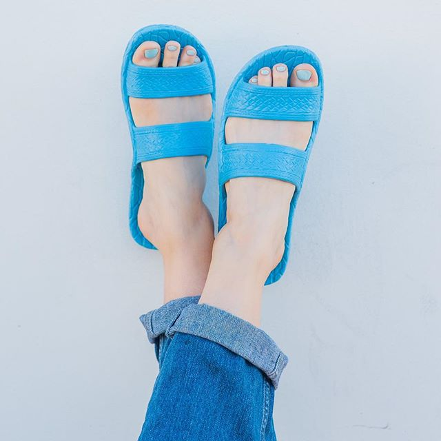 What color #jandals do you have? Tag us in your pictures! #palihawaii #palihawaiijandals #palihawaiisandals #jandles #jesusshoes #jesussandals