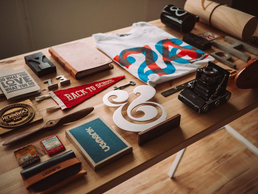 علامة تجارية وهوية ذات أبعاد عميقة وجميلة - نبني علامات تجارية لكي تكون ذات سمعة قوية