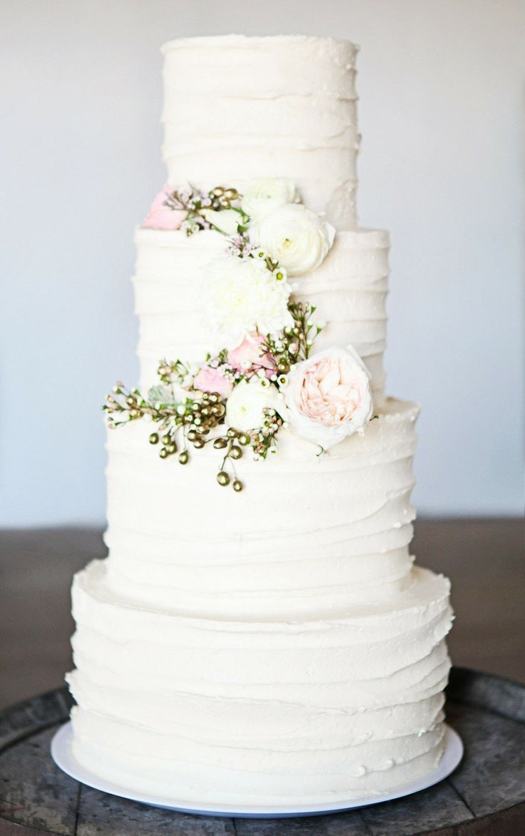 Cake by   Cake-ology  , Photo by   Kat Willson   via   Style Me Pretty