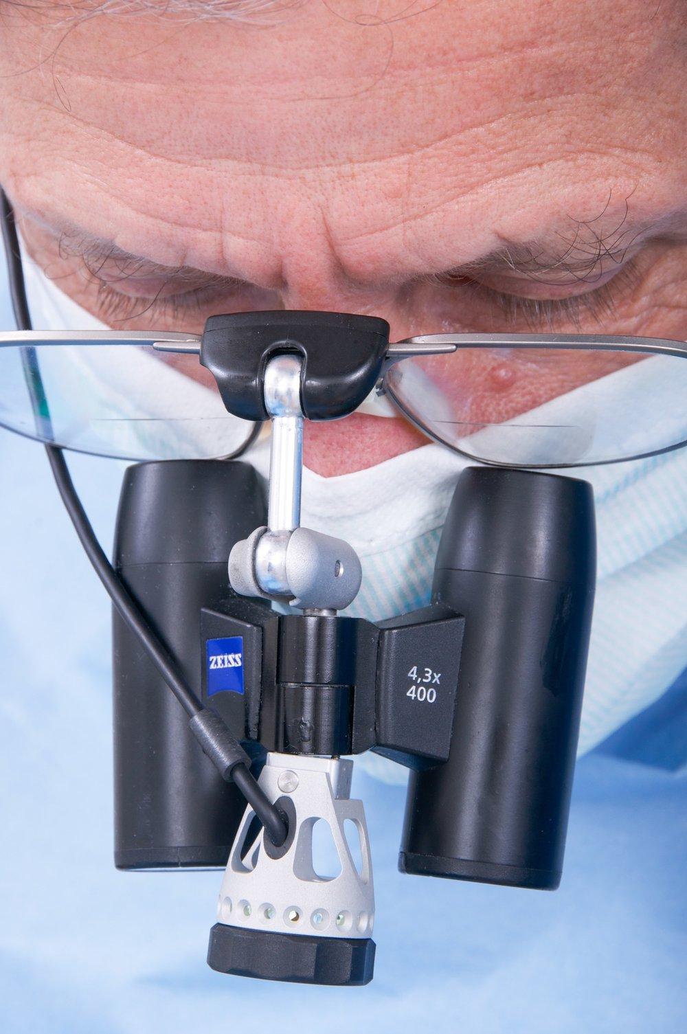 Zahnarztpraxis-Schoberer-Gruenwald-Dentalmikroskop-1.jpg