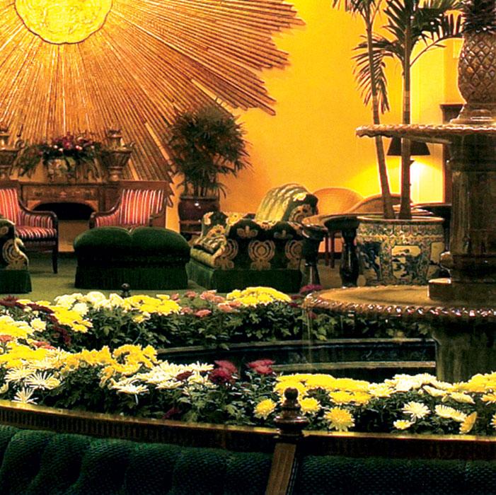 hospitality-amway-pantlind-lobby-flowers.jpg