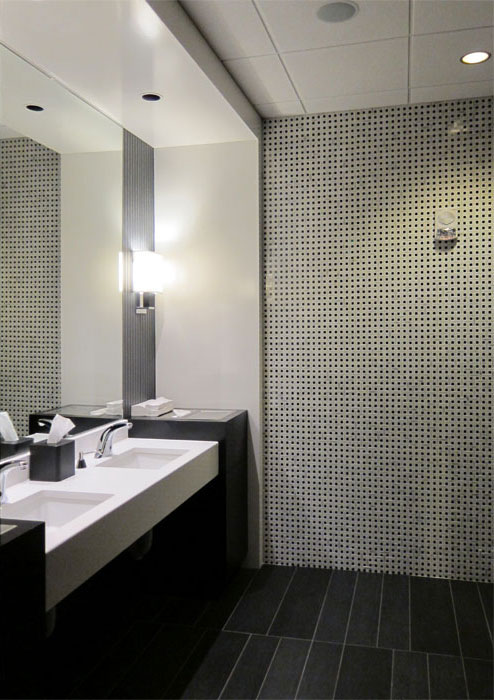 hospitality-amway-ruths-chris-restroom.jpg