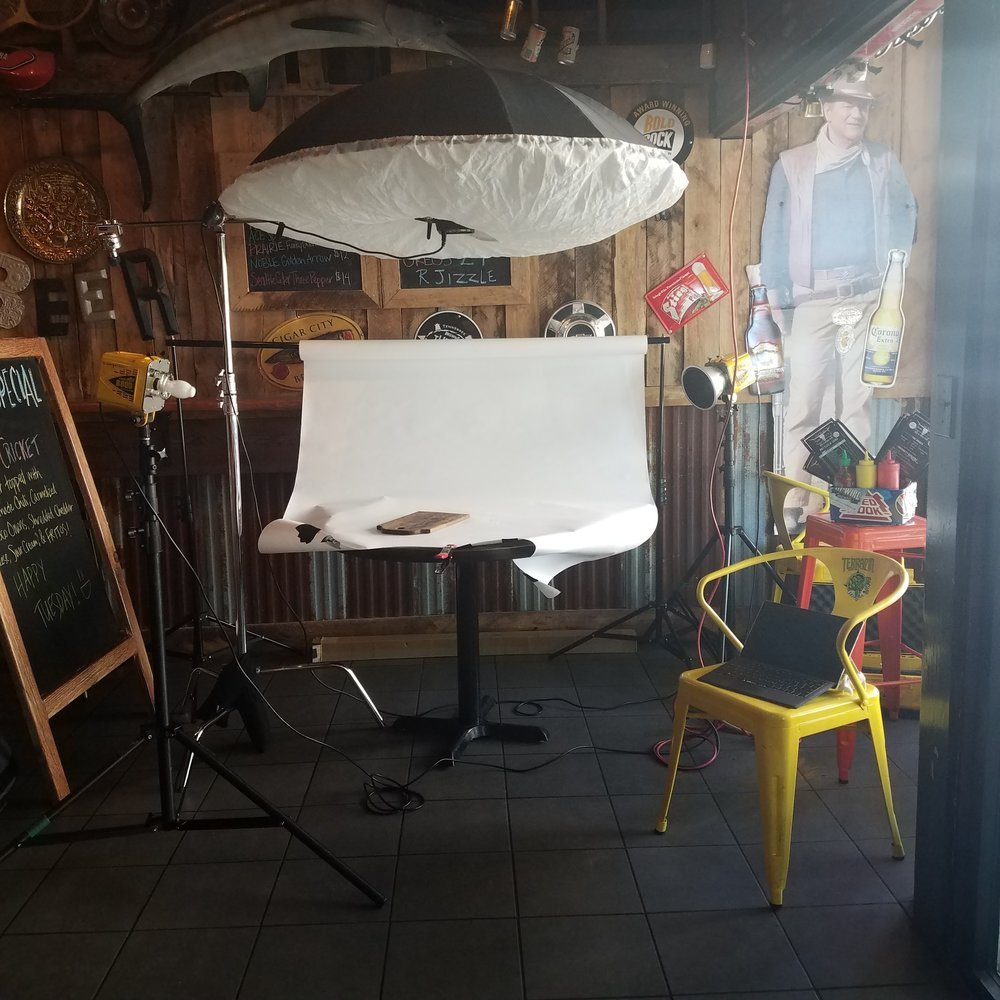 Set up here at Jack Brown's diner in Murfreesboro. This would eventually become a 4 light set up.