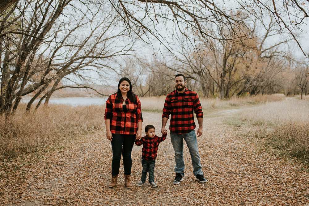 flannel-plaid-family-pictures-bismarck-fall-3.jpg