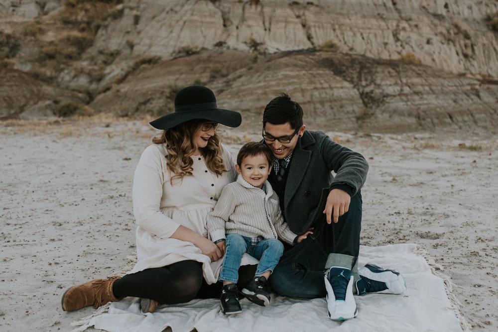 badlands-family-photographer-north-dakota-2.jpg
