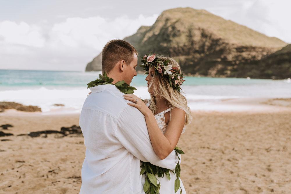 hawaii-wedding-destination-photographer-oahu-25.jpg