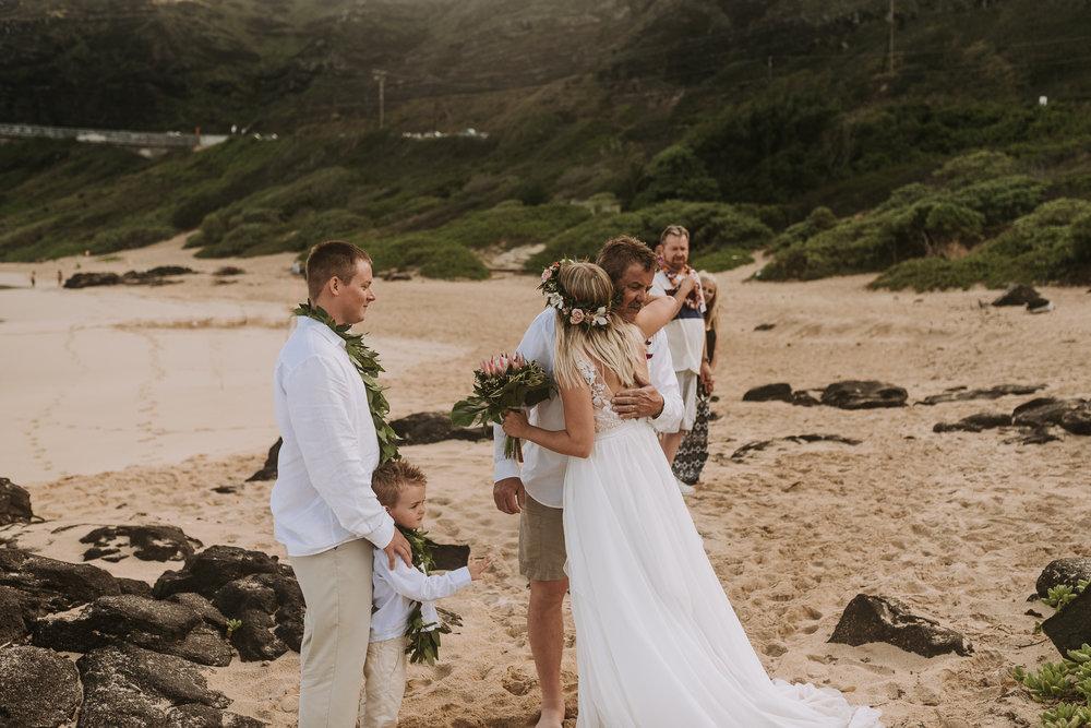hawaii-wedding-destination-photographer-oahu-37.jpg