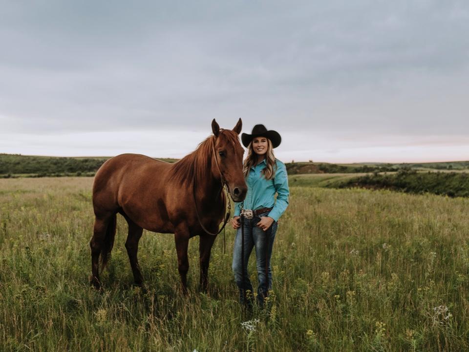 mandan-rodeo-northdakota-senior-portraits-horses.jpg