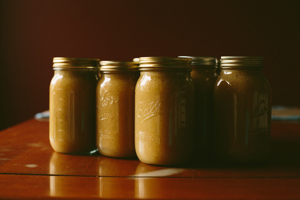 Canned jar of applesauce