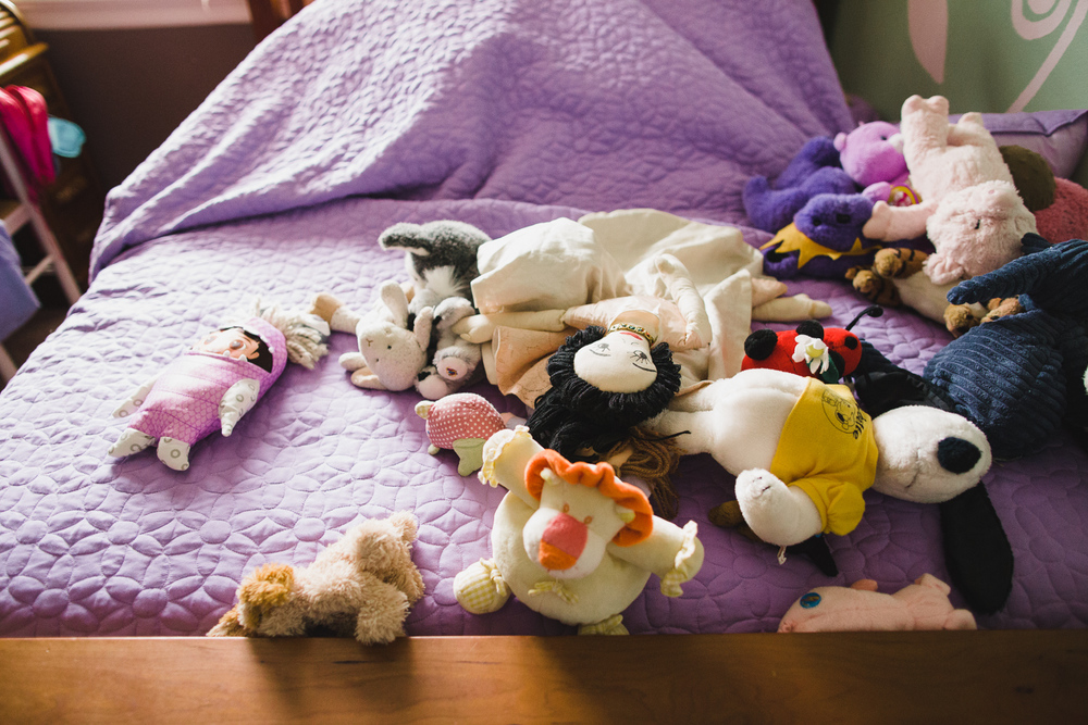 girls bed with stuffed animals