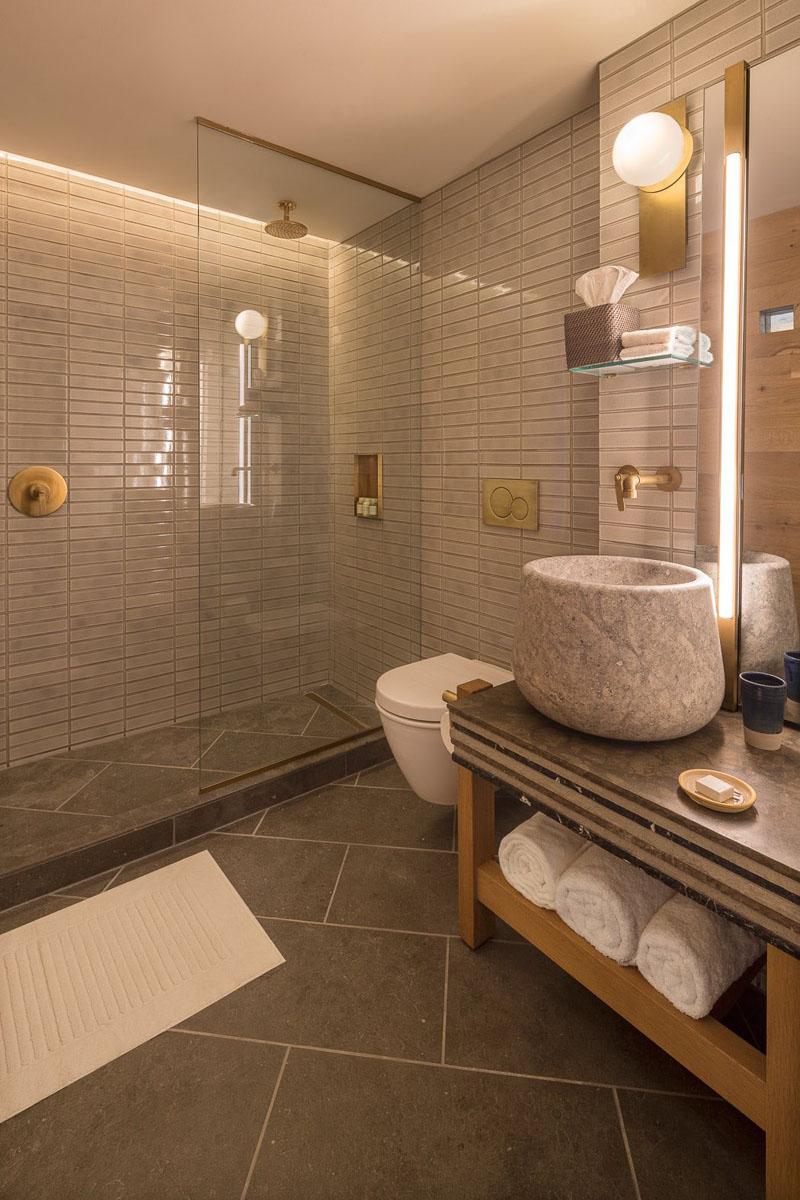 Gentil Modern Hotel Bathroom Walk In Shower 121217 421