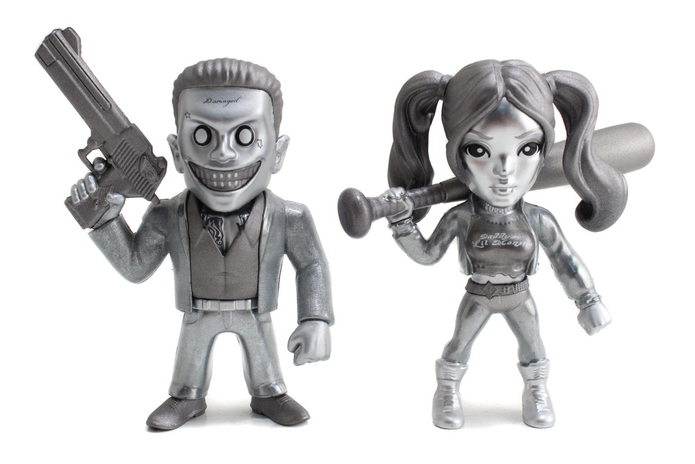 Metals-SuicideSquad-4in-TwinPack-JokerBossHarleyQuinn-Exclusive-02.jpg