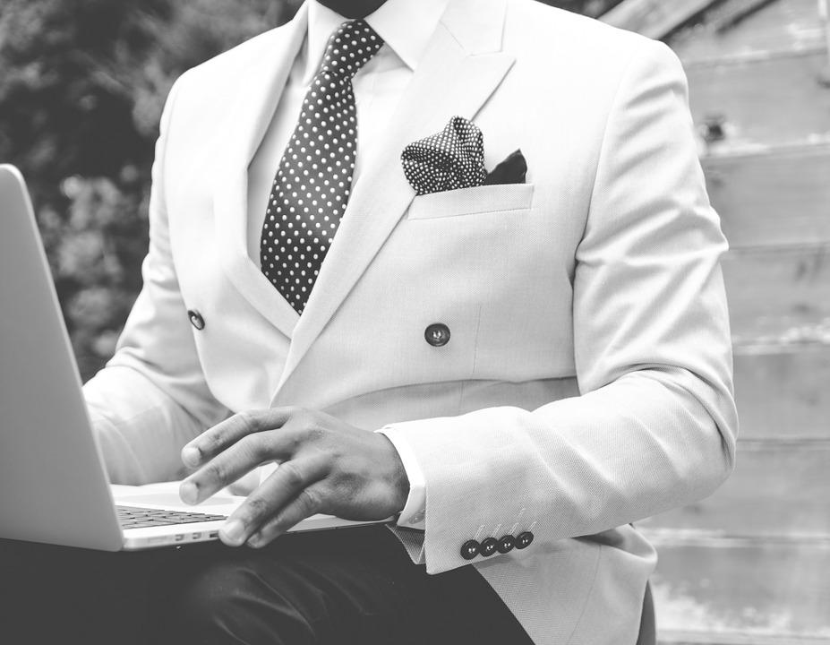 suit-869380_960_720.jpg