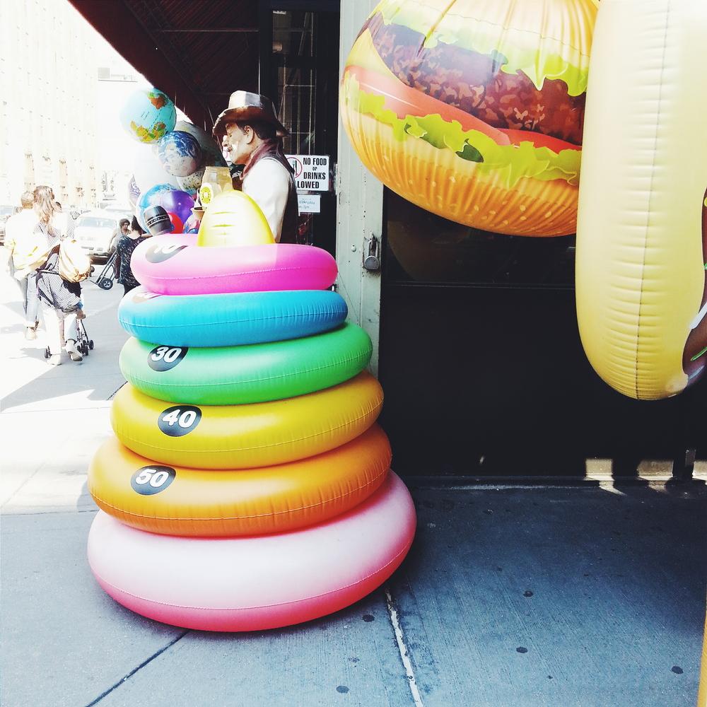 NYC_WALK_BALLOONS02.jpg