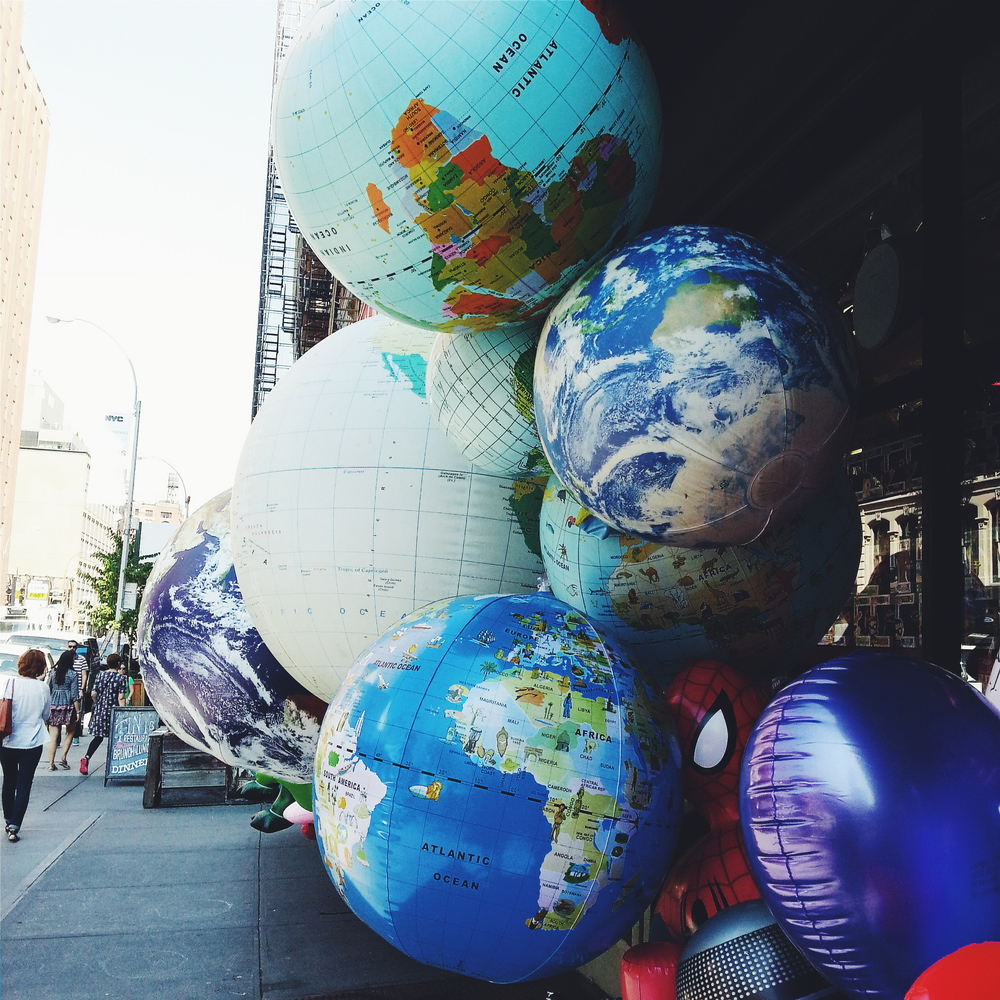 NYC_WALK_GLOBE_BALLOONS.jpg