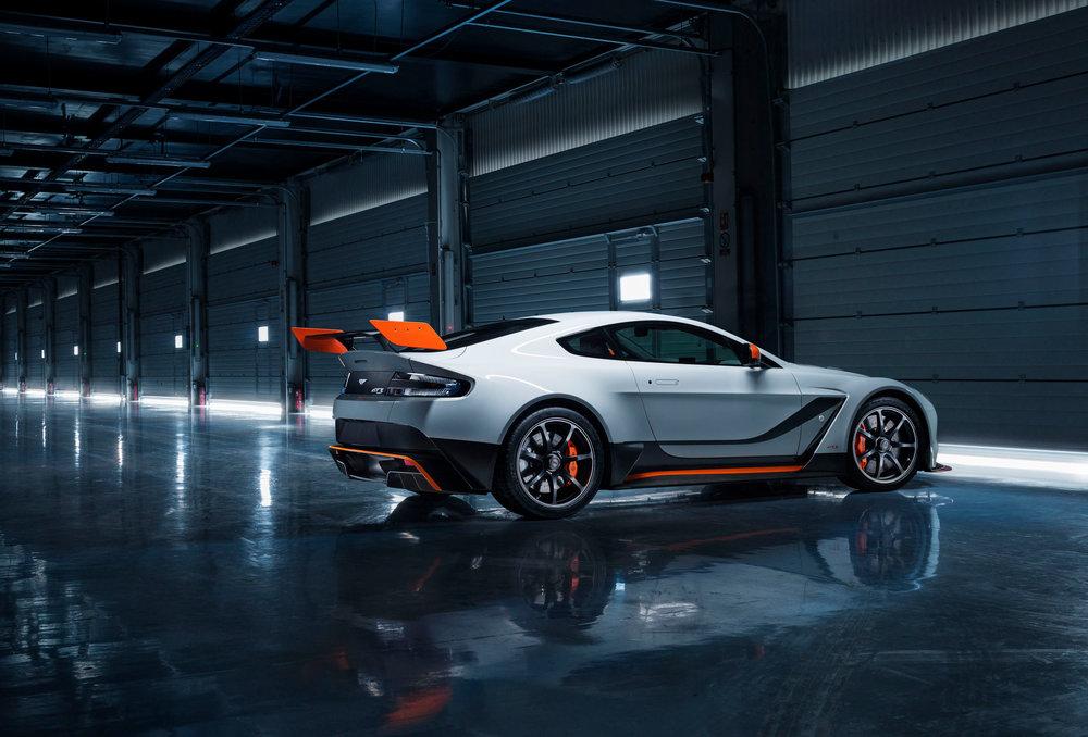 Aston-Martin-GT12-Pit-Garage.jpg