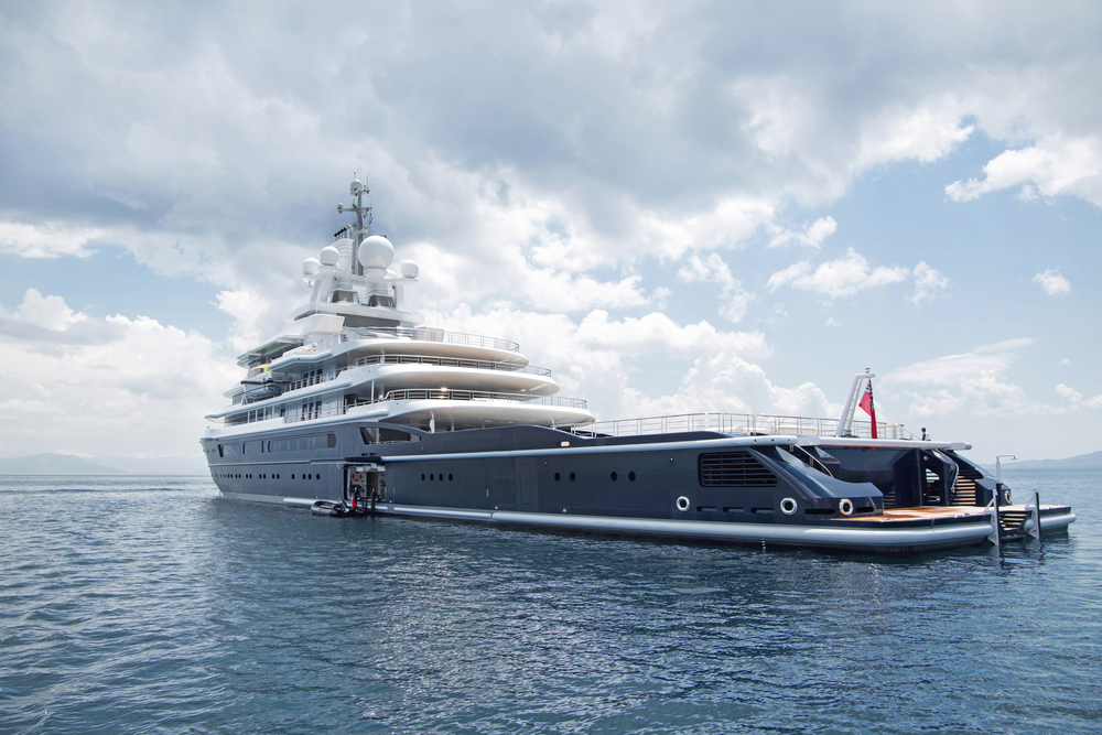 FROM OFFICE JOB TO WORKING ON A BILLIONAIRES SUPER YACHT
