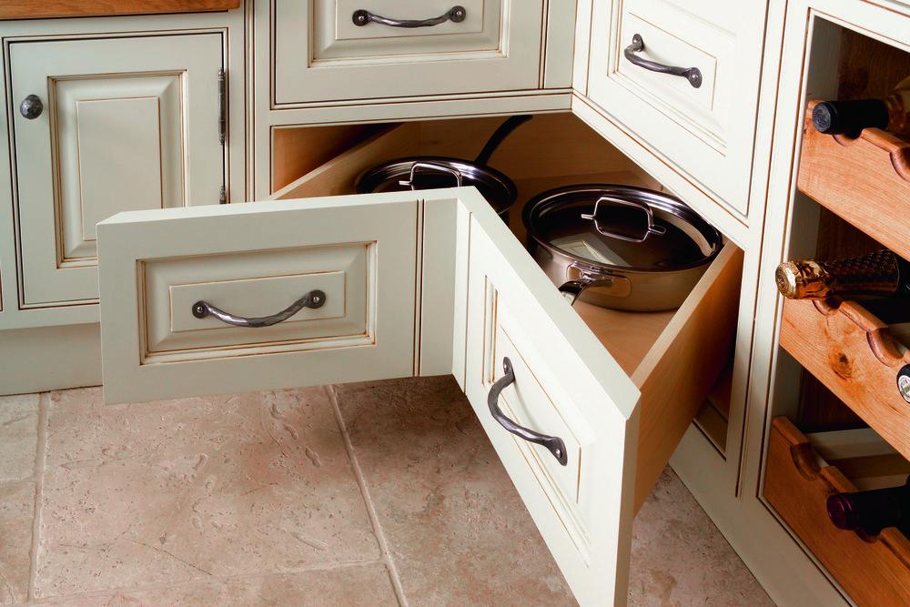 Handmade-kitchen-Corner-Pan-Drawers.jpg
