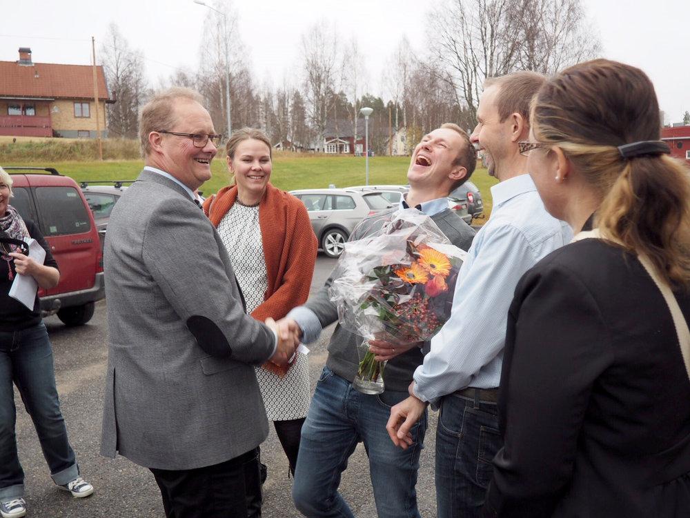 Glädjande miner i Norsjö idag när lösningen för den nya husfabriken presenterades på en pressträff.
