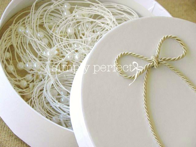 Μαρτυρικό βραχιόλι λευκό με φίλντισι σταυρό & πέρλα  ΚΩΔ Β08