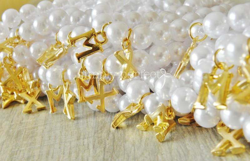 Για αναμνηστικό δωράκι ή για μπομπονιέρα...   Βραχιολάκια ελαστικά με τα αρχικά σας, σε χρυσό ή ασημί χρώμα   ΚΩΔ Β36