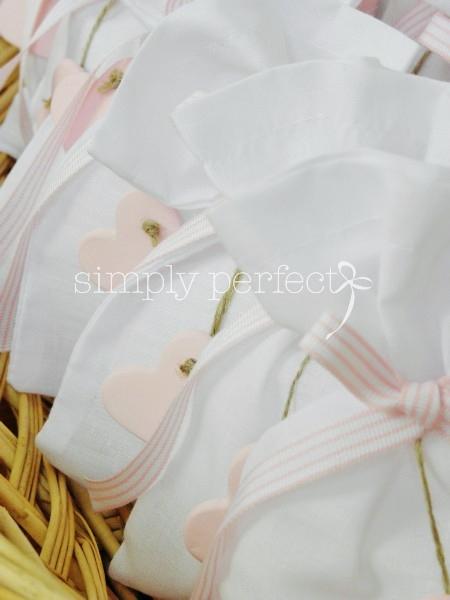 Μπομπονιέρα πουγκί με πήλινη καρδούλα:ΚΩΔ Ρ010
