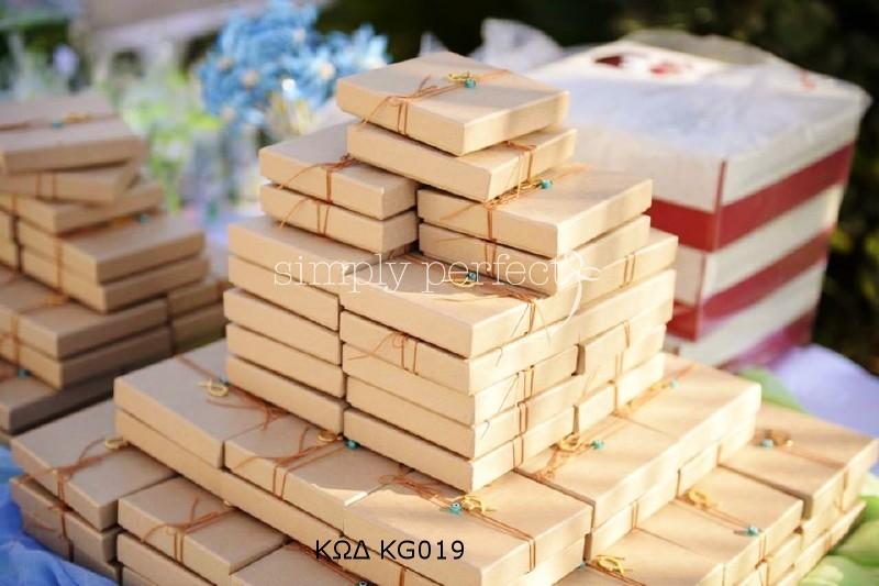 Μπομπονιέρα σε κραφτ κουτί: ΚΩΔ KG019