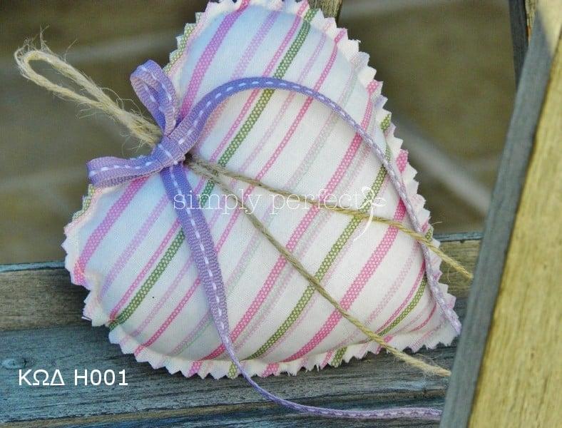 Μπομπονιέρα μαξιλαράκι-καρδιά: ΚΩΔ H001