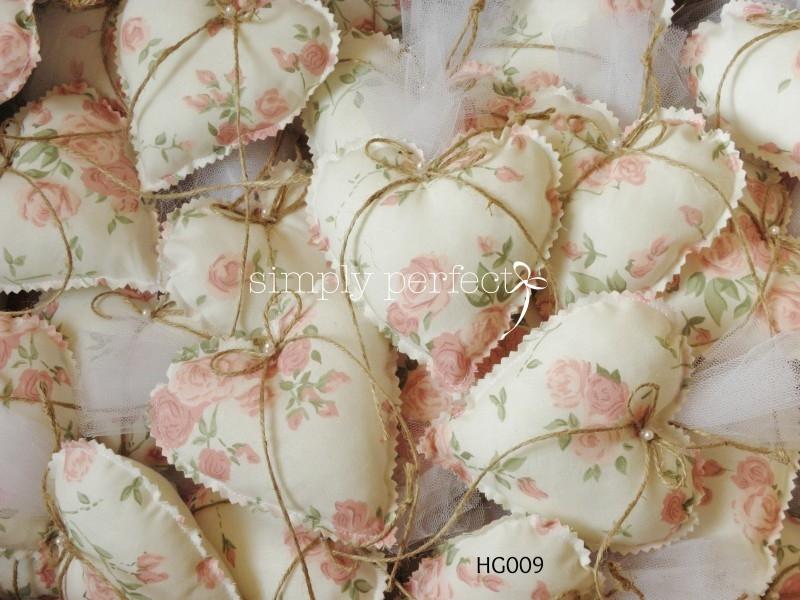 Μπομπονιέρα μαξιλαράκι-καρδιά: ΚΩΔ HG009