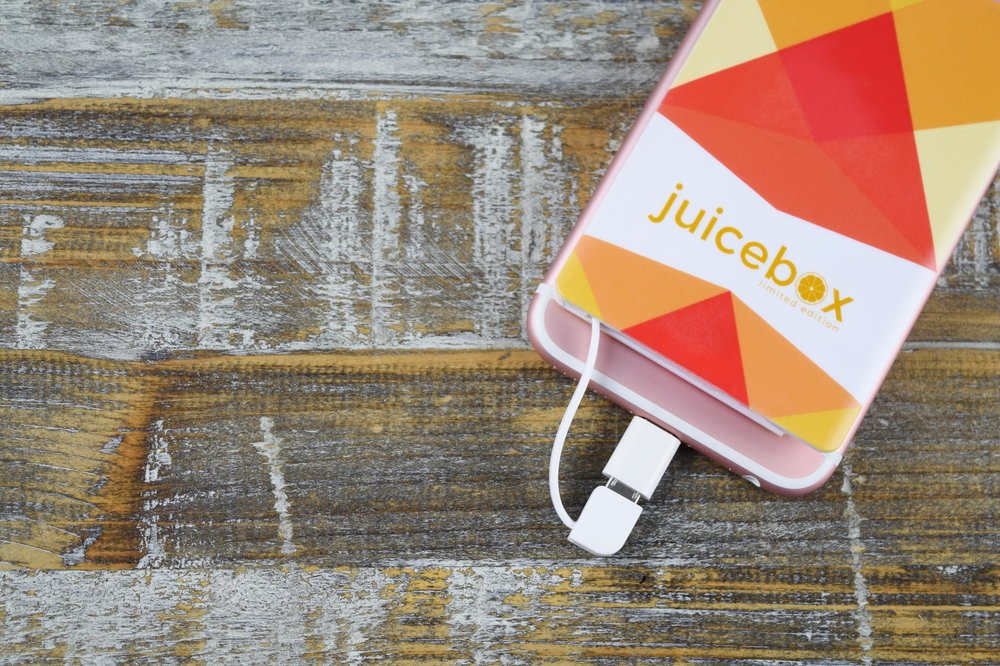 Juicebox :: Universally compatible portable phone charger