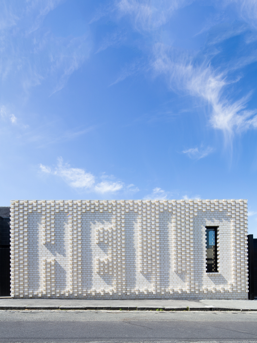 HELLO HOUSE - ...