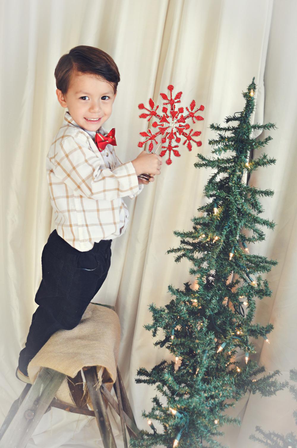 puttingstaronthetree-littleboy-christmas-childphotography-joplinmissouri-photosbyariel