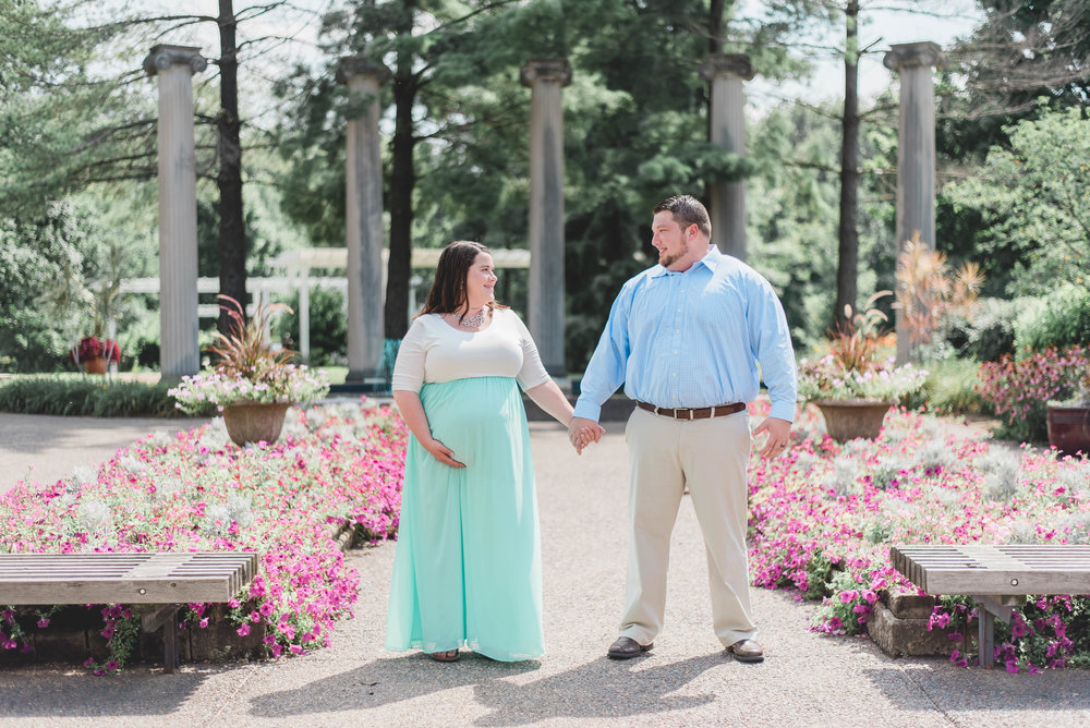 holding hands maternity picture